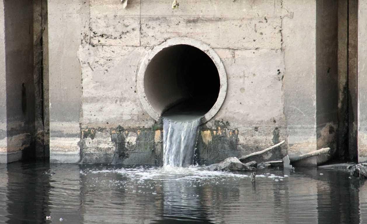 xả nước thải vào nguồn nước